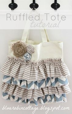 ruffled tote tutorial u-createcrafts.com #sewing
