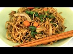 How To Make Yakisoba. this is the same recipe I used in Restaurant Tanpopo. really delicious. How To Make Sushi, Food To Make, Sushi At Home, Food Cost, Japanese Food, Japanese Recipes, Asian Recipes, Ethnic Recipes, Pasta