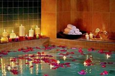 Healing Waters at the Ritz Carlton Spa in Dallas.don't think I'm going there, but love the floating candles & rose petals Spa Luxe, Long Bath, My Pool, Romantic Flowers, Romantic Ideas, Romantic Candles, Romantic Night, Romantic Things, Best Bath