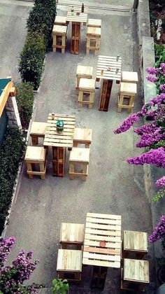 Pallet Outdoor Furniture pallet patio furniture for bar Garden Furniture Inspiration, Garden Furniture Design, Pallet Garden Furniture, Outdoor Furniture Plans, Reclaimed Wood Furniture, Recycled Furniture, Furniture Ideas, Rustic Furniture, Furniture Stores