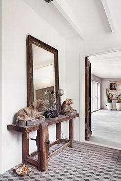 Scandinavian style, fantastic decor pieces and creative design make for one extraordinary place to call home. This house will impress you! Floor Design, House Design, Ethno Design, Upcycled Home Decor, Interior Decorating, Interior Design, Wooden Tables, Rustic Furniture, Hall Furniture