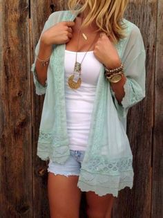 Awesome 37 Stunning Summer Outfits Ideas To Copy Right Now. More at https://outfitsbuzz.com/2018/03/21/37-stunning-summer-outfits-ideas-to-copy-right-now/