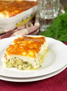 Easy cheesy baked leeks in Bechamel sauce: the meatless Monday recipe that will make you forget about meat! How To Cook Leeks, Cheesy Leeks, Vegetarian Recipes, Cooking Recipes, Cooking Tips, Bechamel Sauce, English Food, Moist Cakes, Meatless Monday