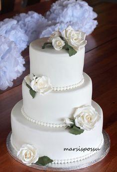 Marsispossu: Hääkakku valkoisin ruusuin, Wedding cake