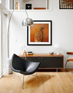 Coconut Chair by George Nelson Arco Floor Lamp by Achille Castiglioni for FLOS George Nelson, Mid-century Interior, Modern Interior Design, Salon Mid-century, Mid Century Living Room, Interior Design Magazine, Tallit, Mid Century Modern Furniture, Eclectic Decor