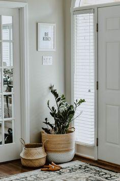 Top 5 House Plants for Serial Plant Killers entryway plants easy house plants Easy House Plants, House Plants Decor, Plant Decor, Casa Hygge, Corner Plant, Entry Hallway, Scandinavian Interior, Home Renovation, Entryway Decor