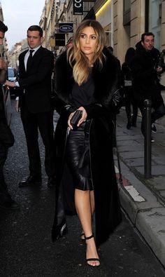 Kim Kardashian in Givenchy skirt, Celine coat, Tom Ford heels and Alexander Wang shirt Kourtney Kardashian, Kim Kardashian Hollywood Game, Looks Kim Kardashian, Estilo Kardashian, Kardashian Style, Kardashian Jenner, Kardashian Fashion, Fashion Idol, Love Fashion