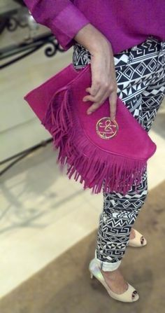 pink, camisa, shirt, jeans, pants, grafismo, graphite, nude, scarpin, franjas, clutch