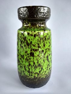 Outstanding bright green Scheurich vase, number 242-22. A vintage piece, it is in overall good condition (small orange spot, please see photo). The piece is 22 cm tall and weighs around 800 gr. Were here to help, so please get in touch if you have any questions Happy shopping!