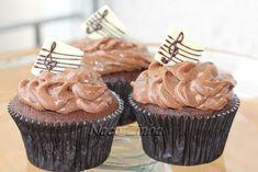 Cupcake de chocolate com notas musicais