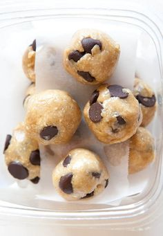 Healthy No-Bake Chocolate Chip Cookie Dough Bites