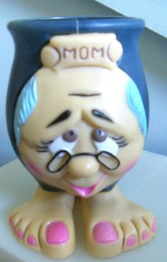 Funny Face MOM figural mug PLASTIC footed feet painted toe nails jsny Kitschy
