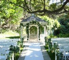 Setting up an outdoor wedding can easily be done with the help of you and your close friends :)