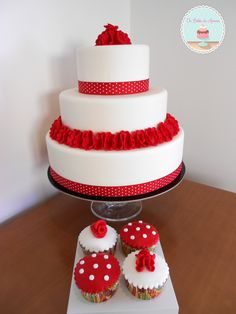 Red and White Wedding   Flower Cake