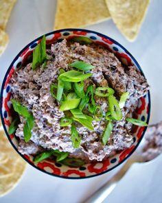 Black Bean Hummus | anutritionisteats.com