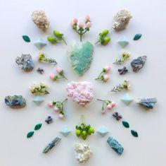 Crystal Mandala, Crystal Grid, Minerals And Gemstones, Crystals Minerals, Crystal Healing Stones, Stones And Crystals, Moon Witch, Sea Witch, Pisces Moon