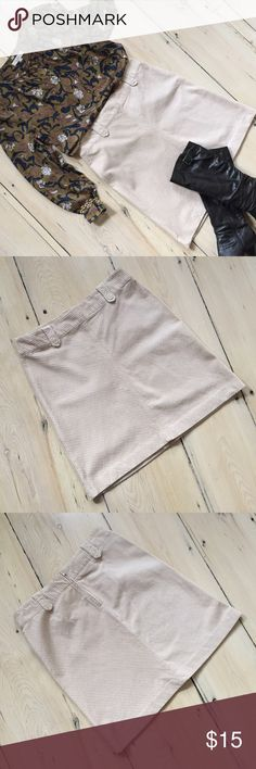 """H&M Bone Wide Wale Corduroy A-line Skirt H&M Bone Wide Wale Corduroy A-line Skirt. 100% cotton wide wale corduroy cut on the bias to create diagonal lines of texture, buttoned belt loops, hidden back zipper. Size 16. Measurements (laid flat): waist 18"""" & length 22"""". Gently worn - in excellent condition. No trades. H&M Skirts Mini"""