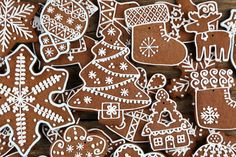Spiced Christmas Tree biscuits (Photo by: Maciej Nicgorski / EyeEm via Getty Images) Christmas Tree Biscuits, Christmas Cookies, Gingerbread Man Cookies, Christmas Gingerbread, Gingerbread Houses, Merry Christmas, Traditional Christmas Food, Hot Chocolate Bars, Christmas Dishes
