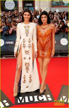 kendall kylie jenner host mmvas 2104 04 Kendall and Kylie Jenner hit the red carpet at the 2014 MuchMusic Video Awards on Sunday night (June 15) in Toronto, Canada.    During the show, the sisters play…
