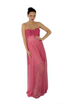Rochie de seara lunga din matase naturala roz pal, crapata pe picior cu captuseala scurta pe dedesupt. Calitatea deosebita a materialului, eleganta, design-ul deosebit si culoarea calda de pastel fac din aceasta rochie tinuta perfecta pentru ocazii speciale.