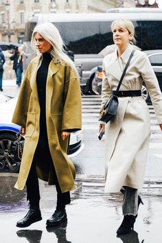 Take a look at some of the best street style looks spotted at the most fashionable shows of Paris Fashion Week Fall/Winter Look Street Style, Street Style Trends, Street Style Looks, Street Styles, Vogue Paris, Winter Chic, Fall Winter, Fashion Week, Paris Fashion