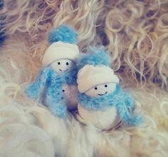 Socks snowmans. (This activity is suitable for teacher.)