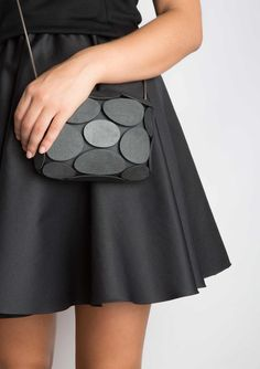Armure Printed Clutch by Odo Fioravanti — urdesignmag Fashion Bags, Fashion Accessories, Best 3d Printer, Diy Clutch, Minimalist Bag, Travel Handbags, Leather Gifts, Cute Bags, Leather Working