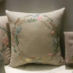 #프랑스자수 #자수수강 #송도자수샾 #소품판매 #선물 #린넨원단 #쿠션 #송도퍼스트월드 #embroidery #hadecrafted #cushion #stitch #decoration #gift #handmade #flowers