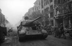 Танк Т-34 на улице Берлина