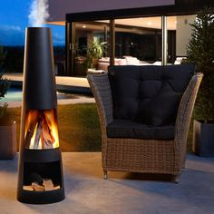 A stylish fireplace. A cosy wood fire. And the favourite place to be on your terrace. A fireplace in a new design. Open Fireplace, Diy Fireplace, Outdoor Chairs, Outdoor Furniture Sets, Outdoor Decor, Terrace Building, Garden Fire Pit, Terrace Garden, Outdoor Living