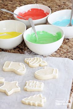 Royal Icing can turn regular sugar cookies into little works of art! Smooth and shiny, royal icing and flood icing is actually simple to make and decorate with too! Royal Icing can turn regular sugar cookies into little works of art! Shiny Royal Icing Recipe, Royal Icing Cookies Recipe, Sugar Cookie Royal Icing, Best Sugar Cookies, Simple Sugar Cookies, Royal Icing Decorated Cookies, Flooding Icing Recipe, Flood Icing, Christmas Sugar Cookies