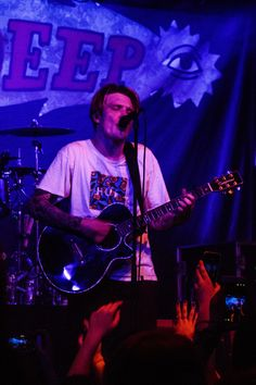 Ben Barlow of Neck Deep Pop Punk Bands, Emo Bands, Music Bands, Rock Bands, Neck Deep, Ap Music Awards, Deep Wallpaper, Music Photographer, Band Wallpapers