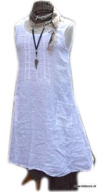 Betaalbare damesmode - jurk wit linnen Puro Lino - combineer topper in ongedwongen model van 100% linnen. Licht A-lijn. Maat M - XXXL € 29,95    Heeft twee opgestikte zakken en kantjes aan de voorzijde. Draag met broek, legging of zo. Los, met riem of sjaal. Ergens onder of ergens over. Deze jurk zul je keer op keer met plezier dragen.
