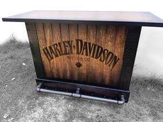Cantina bar logo harley davison  personalizada. Loft Furniture, Cheap Furniture, Rustic Furniture, Furniture Logo, Furniture Outlet, Discount Furniture, Harley Davidson, Iron Pipe Shelves, Biker Bar