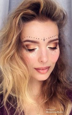 Find more inspiration on festival make up on my blog Anoukh The Sea / / festival makeup, festival fashion, makeup, glitter, festival look, 2017