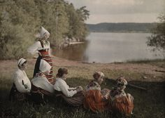 A widow poses with her five daughters near Siljan Lake. Vintage Photographs, Vintage Photos, Subtractive Color, National Geographic Images, Daguerreotype, World Cultures, Vintage Colors, Color Photography, People Around The World