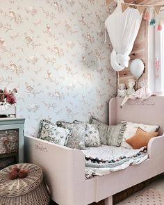 """Anna Maria on Instagram: """"Dzień dobry ! ❤️ Korzystacie z jednodniowej wiosny ? ☺️ dziś taaaaaaki piękny dzień ☺️ chciałoby się aby już tak zostało ☺️ Czas znaleźć…"""" Diy Bedroom Decor For Girls, Ikea Girls Room, Kids Bedroom Dream, Decorating Toddler Girls Room, Girl Bedroom Walls, One Bedroom, Girl Room, Child Room, Cheap Bedroom Furniture"""