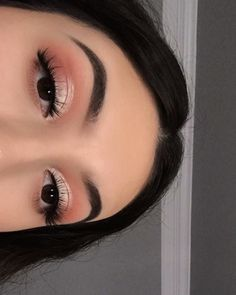 Image discovered by sandra. Find images and videos about pink, makeup and eyes on We Heart It - the app to get lost in what you love. Fancy Makeup, Creative Eye Makeup, Makeup Eye Looks, Eye Makeup Steps, Eye Makeup Art, Glam Makeup, Simple Makeup, Skin Makeup, Eyeshadow Makeup