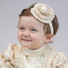 tiara ideal para despus de la ceremonia religiosa disponible en color beige se recomienda