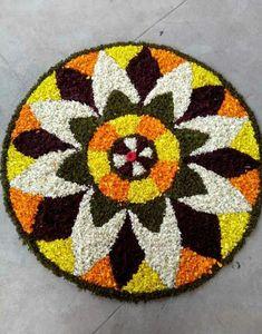 Pookalam... Indian Rangoli Designs, Beautiful Rangoli Designs, Pookalam Design, Rangoli Colours, Diwali Rangoli, Flower Rangoli, Floating Flowers, Krishna Art, Simple Rangoli