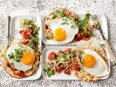 Huevos rancheros maistuu texmex- ruoan ystäville. Tarjoa täyttävämpänä aamupalana tai brunssilla.