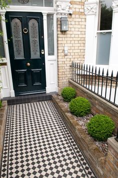 lovely tiling to front door Victorian Front Garden, Victorian Front Doors, Victorian Terrace, Victorian Homes, Fresco, Porch Tile, Front Path, Urban Garden Design, Small Front Gardens