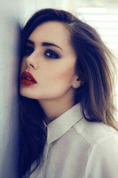 Hmm.. if I could pull of red lipstick better I would totally do this. Saving for when my hair is a normal color again. :)