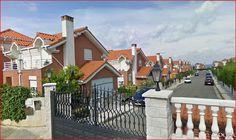 SANTANDER: Se alquila casa villa chalet  Nuevo y equipado para 8 personas a 1 km. de playas (Parque Natural de las Dunas de Liencres) y a 8 de SANTANDER.4 hab. 3 baños, jardín privado vallado con terraza cubierta. Chalet independiente en urbanización privada cerrada con piscina comunitaria. Precio 850€ mes. VER:  http:// chaletsantander.galeon.com  E-mail. jmcabeza@telefonica.net  Tfnos.: 942344836  --  676750777