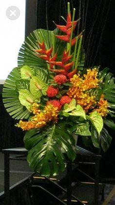 Tropical Flowers, Exotic Flowers, Beautiful Flowers, Cactus Flower, Purple Flowers, Hotel Flower Arrangements, Flower Arrangements Simple, Ikebana, Hotel Flowers