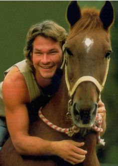 Patrick Swayze, forever in my memories, like this.dirty dancing will always be my favorite Dirty Dancing, Beautiful Horses, Beautiful Men, Beautiful Person, Lisa Niemi, Famous Faces, Movie Stars, Actors & Actresses, Hollywood Actresses
