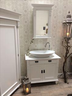 LAND U0026 LIEBE BADMÖBEL   Eine Nostalgische Kommode Als Waschtisch, Ein  Badezimmer Ganz In Weiß. Farmhouse StyleShabby ChicDearLiveDeko