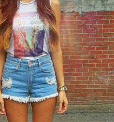 brandy Melville top an high waisted shorts