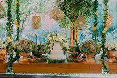 Para quem se encanta por casamentos ao ar livre, Portugal oferece quintas com um estilo rústico acolhedor e uma luz que deixa as fotos incríveis.