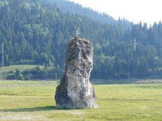 """O stanca din judetul Neamt, langa Durau a fost numita de localnici Piatra Dracului"""", acestia sustinand ca stanca isi muta locul noaptea cu cativa centimetri. The Beautiful Country, Romania, The Rock, North West, Beautiful Landscapes, The Locals, Places, Legends, Lime"""